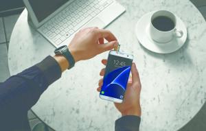 Samsung_Galaxy_S7_edge_lifestyle_3